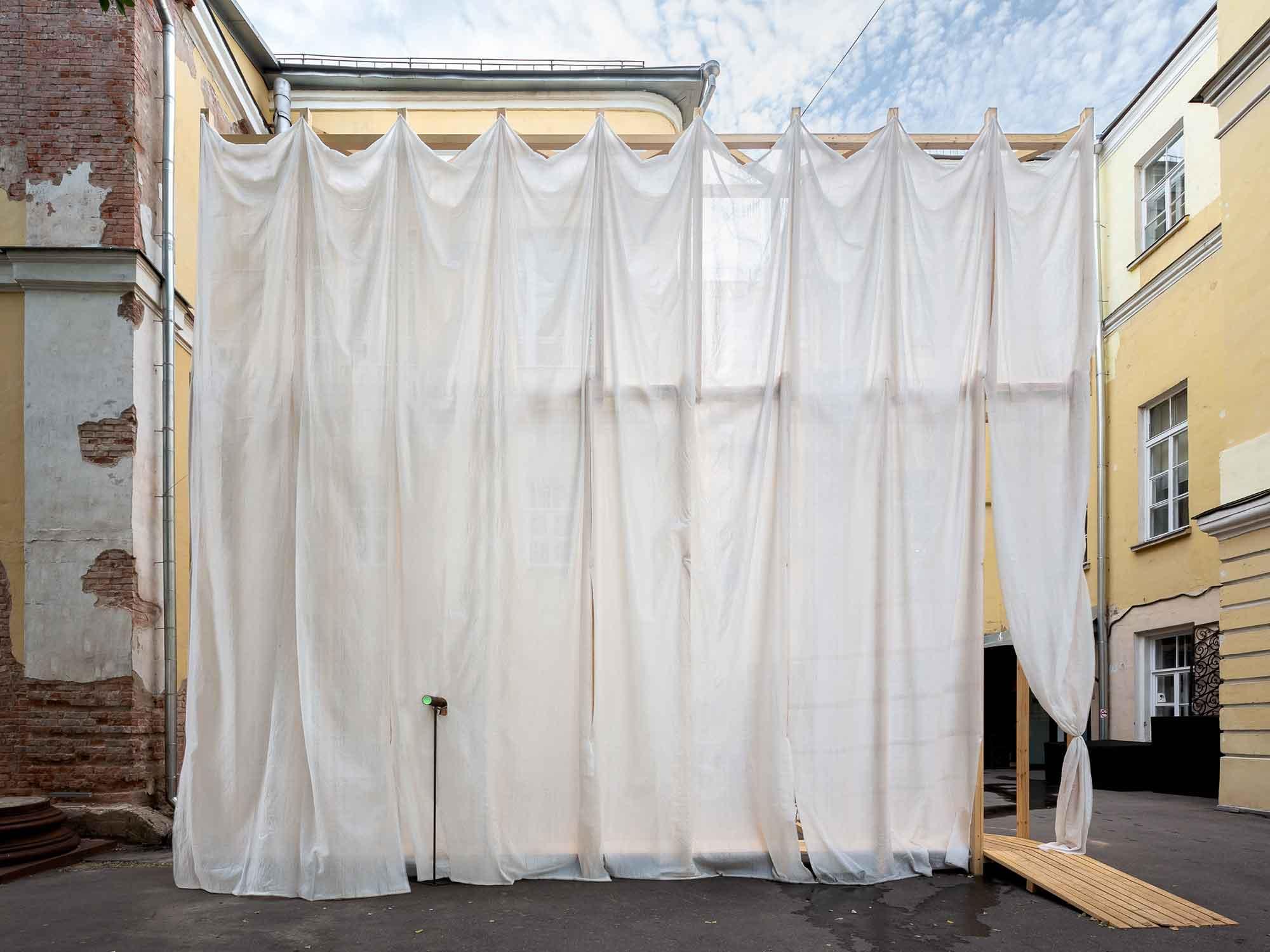 Maria Kremer, Curtain (False Façade) (2018). Construction from wooden beams and façade netting.