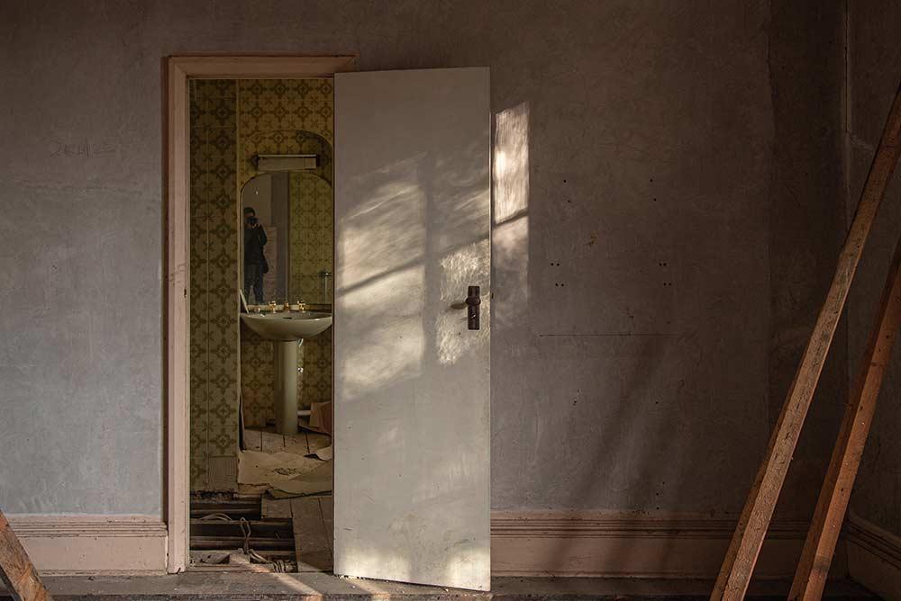 Sean Cham, Washing White, (2021) – interior of Highwood House.